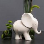 Dekoelefant Leon gerade aus schauend creme von TIZIANO